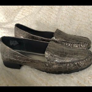 Anne Klein faux alligator leather loafers 8 1/2